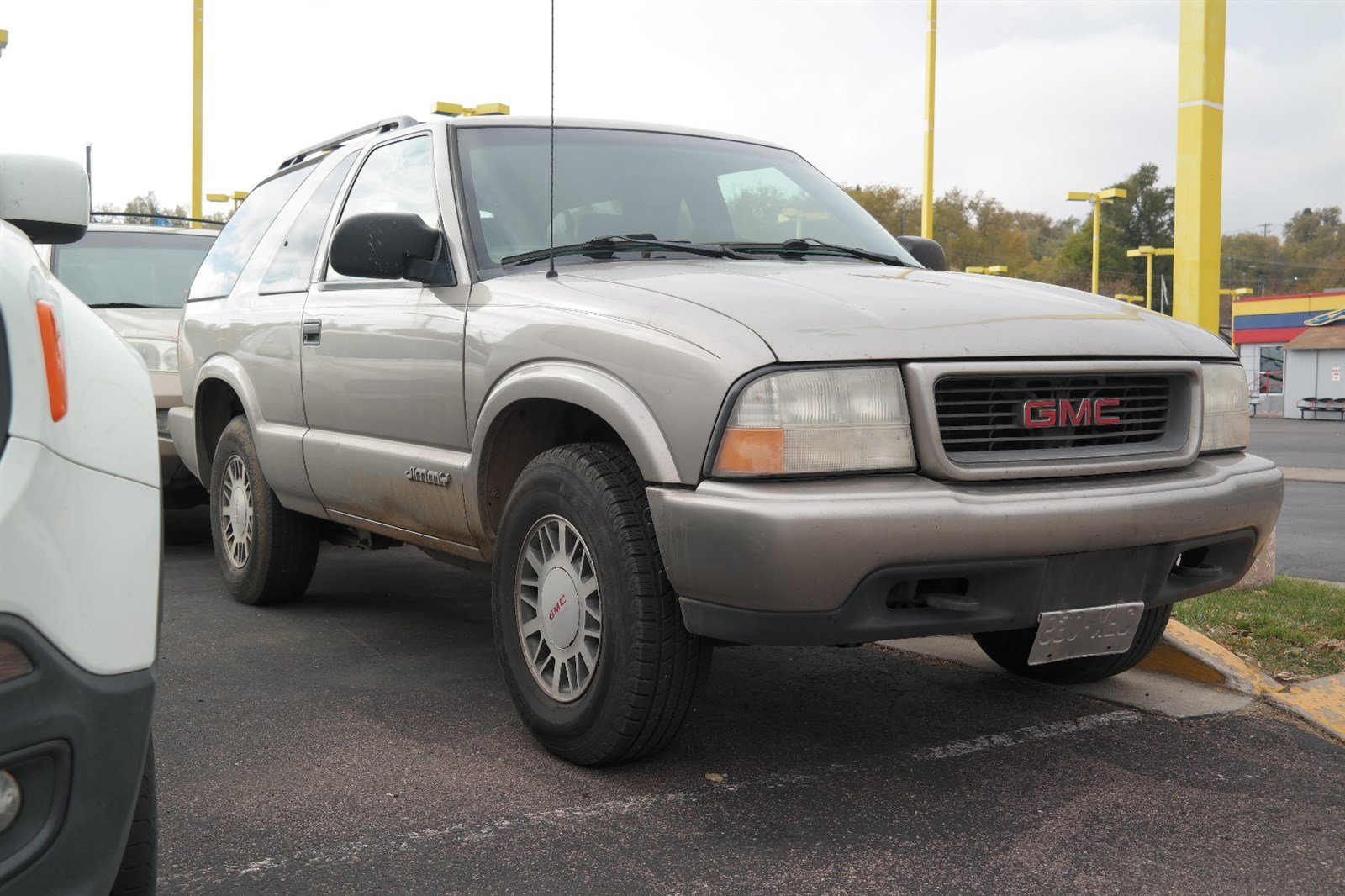 Pre-Owned 2000 GMC Jimmy SLS Base